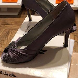 Cinderella of Boston Shoes - Grey Satin Beaded Peep-Toe Heels. US Sz 2.5M CoB
